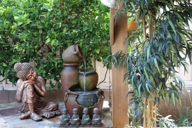 Biệt thự khang trang, đẹp bình yên bên khu vườn xanh tươi.