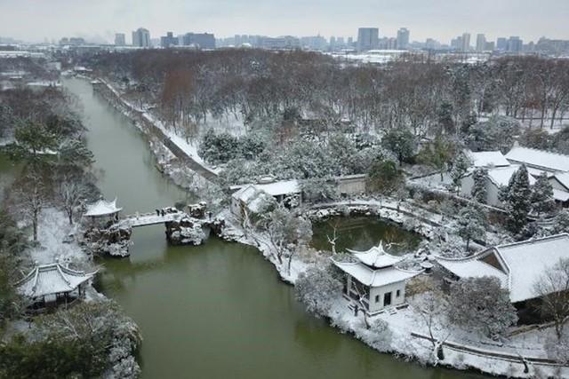 Thời tiết đóng băng ở thành phố Dương Châu, Trung Quốc ngày thứ Sáu (8.2). Ảnh: CNN.