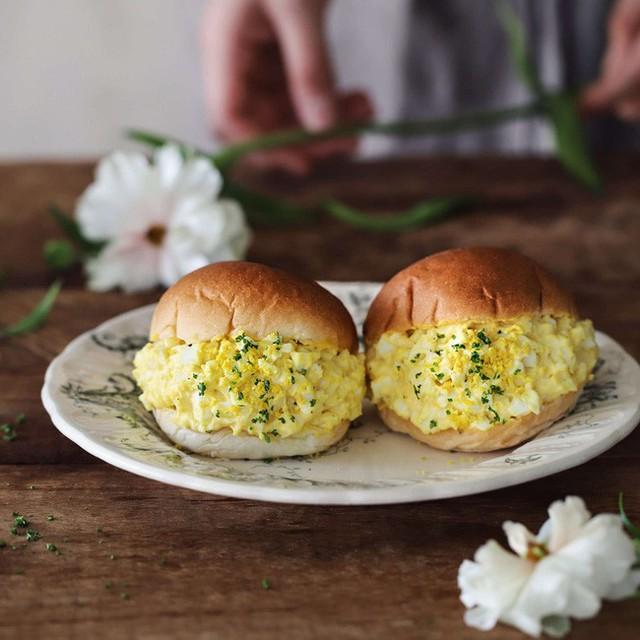Chúc bạn làm được món bánh mì kẹp trứng thật ngon nhé!
