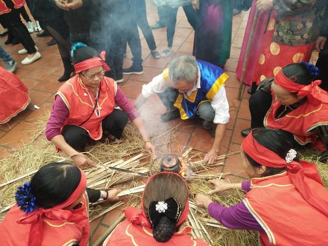 Cơm ngon, chín dẻo và thơm phụ thuộc nhiều vào tay nghề đun nấu, việc điều ngọn lửa sao cho phù hợp.