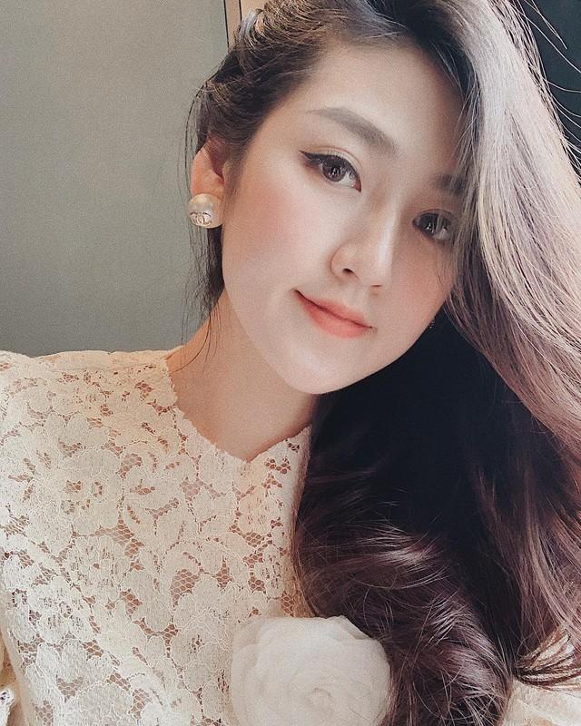 Á hậu Tú Anh lúc nào cũng xinh đẹp, chỉn chu.