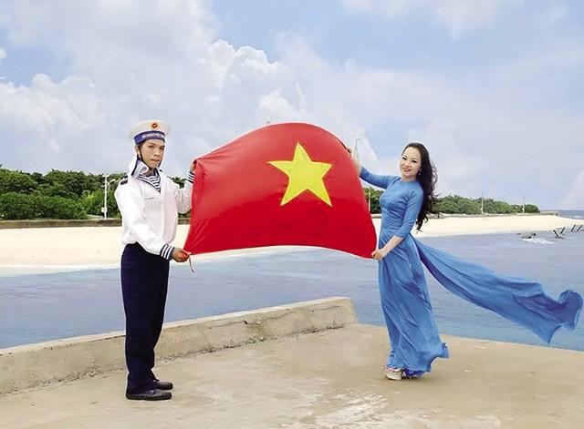 Ca sĩ Khánh Hòa trên quần đảo Trường Sa.
