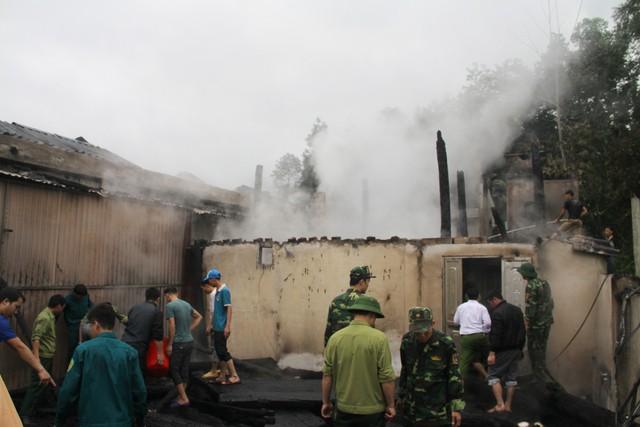 Hiện trường vụ cháy, sau khi ngọn lửa đã dập tắt. (Ảnh Mộc Lan)