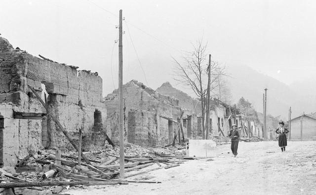 Nhà cửa, đường phố ở thị trấn Phó Bảng, huyện Đồng Văn, tỉnh Hà Tuyên bị đạn pháo của địch tàn phá trong ngày 8 và 9/3/1979. (Ảnh: Ngọc Quán/TTXVN)