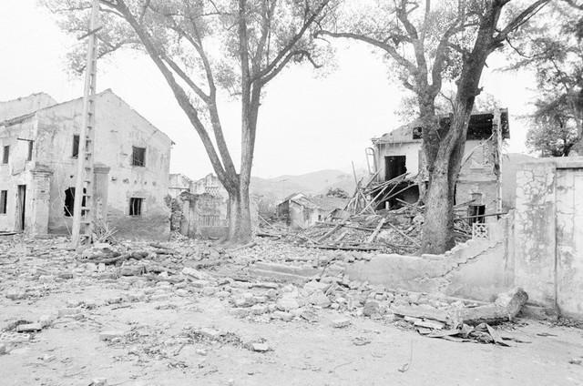 Nhà cửa của nhân dân khu phố Lò Rèn, thị trấn Đồng Đăng, tỉnh Lạng Sơn bị địch phá hủy. (Ảnh: Thế Thuần/TTXVN)