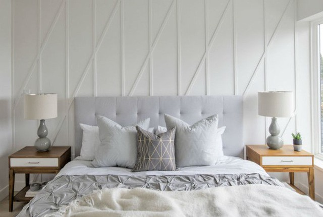 Vẫn lấy gam màu sáng nhẹ là chủ đạo, phòng ngủ khá tương đồng nhau nhưng vẫn đủ tinh tế để nhận ra sự khác biệt.