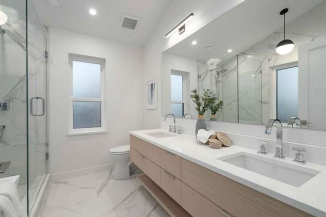 Bài trí phòng tắm hiện đại hết cỡ.