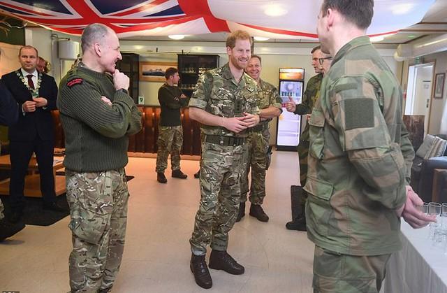 Chuyến đi của Harry đánh dấu kỷ niệm 50 năm ngày thành lập Quân đoàn Thủy quân lục chiến của lực lượng Hải quân hoàng gia Anh.