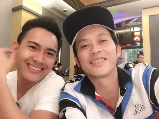 Tháng 5/2016, Hoài Linh lần đầu chia sẻ hình ảnh của Thành Vinh trên mạng xã hội với lời động viên: Ráng học giỏi nha thằng tró con. Trước đó, nhiều thông tin, hình ảnh về vợ con anh được lan truyền trên mạng xã hội nhưng anh không hề lên tiếng.