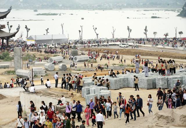 Cận cảnh đại công trường xây dựng chùa Tam Chúc.