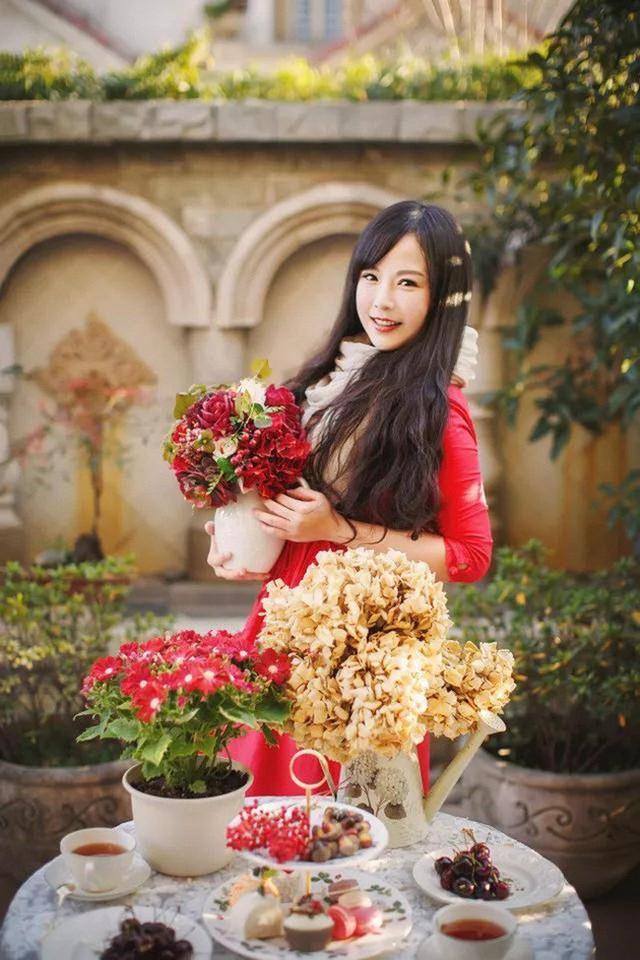 Cô gái xinh đẹp như thiên thần đã tự tay chăm sóc khu vườn hơn 7 năm nay.