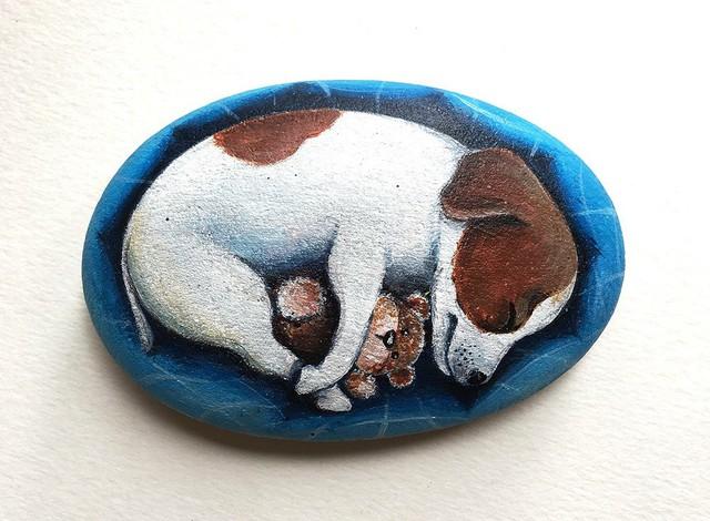 Nghệ thuật vẽ tranh trên đá cuội đã xuất hiện ở nước ngoài từ khá lâu nhưng ở Việt Nam thì chưa phổ biến.