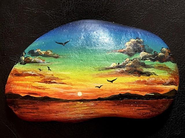 Đá dùng để vẽ tranh sau khi rửa sạch phải phơi thật khô để loại bỏ bụi bẩn, nấm, mốc