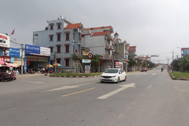 Khu vực chân cầu Ràm (thuộc xã Nghĩa An), nơi xảy ra vụ tai nạn thương tâm vào tối 14/2 khiến chị Phương tử vong khi bị xe ô tô Camry màu đen đâm trúng. Ảnh: Đ.Tùy