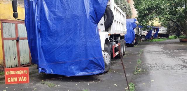 Các xe tải nằm trong hạng mục dự án phủ bạt. (ảnh: HC)