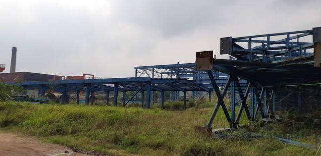 Hạng mục dang dở tại dự án hoen gỉ vì mưa gió. (HC)