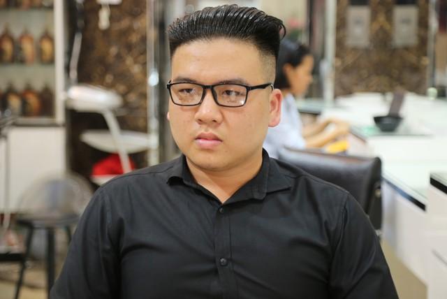 Anh Lê Văn Minh sau khi cắt tóc xong được nhận xét là một phiên bản khác của ông Kim Jong-un.