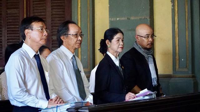 Ông chủ cà phê Trung Nguyên đau khổ nói những lời gan ruột với vợ tại tòa án. Ảnh Internet