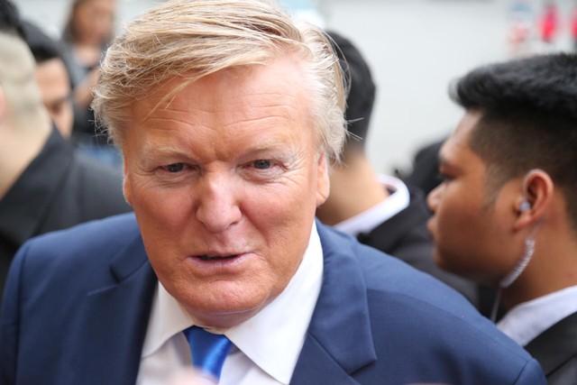 Người đóng giả Tổng thống Mỹ Donald Trump là Russell White được rất nhiều người nhận xét giống đến 90%.