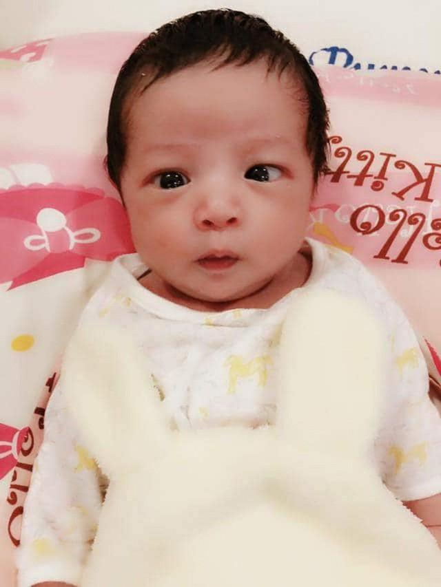 Ngay lập tức, bé Tết cũng đã thể hiện được độ hot của mình khi những bức hình biểu cảm của bé do mẹ đăng tải luôn nhận được hàng ngàn yêu thích từ người hâm mộ.