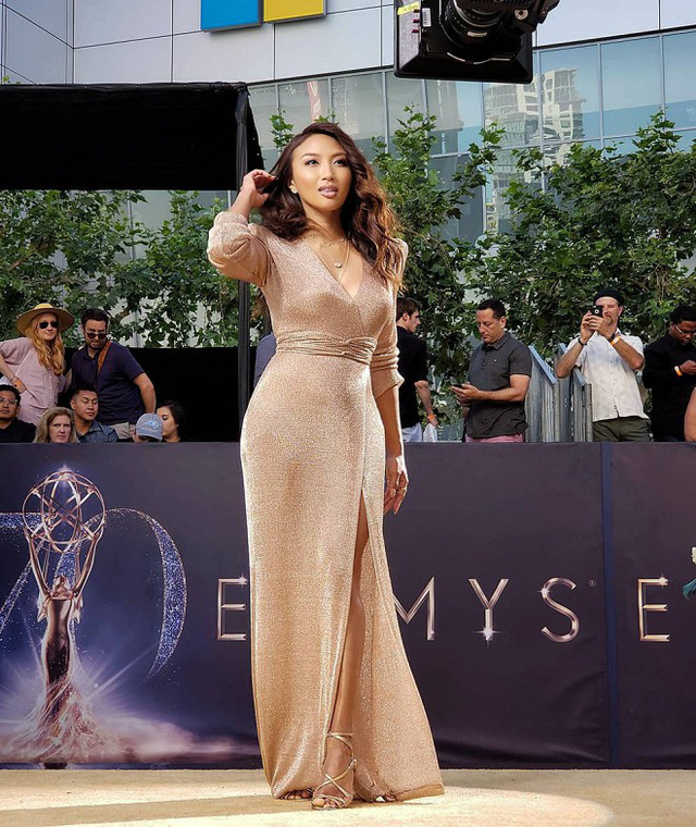 Nhan sắc của nữ MC gốc Việt Jeannie Mai.
