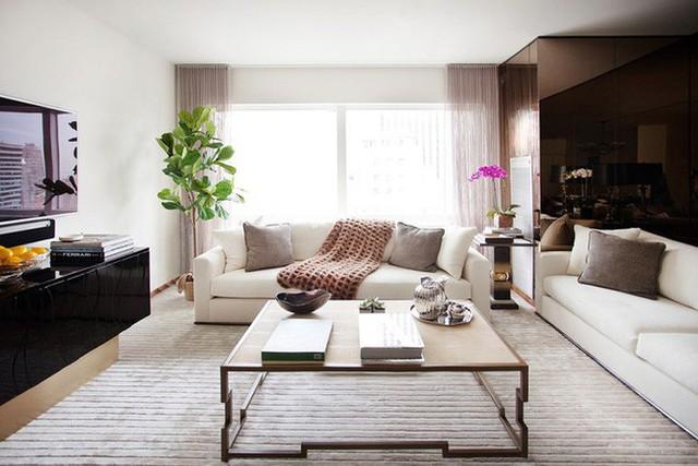 Mẫu bàn trà bằng gỗ tự nhiên lại giúp mang đến cảm giác ấm cúng cho không gian sinh hoạt chung của gia đình.