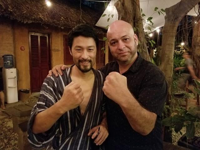 Johnny Trí Nguyễn gặp võ sư Flores