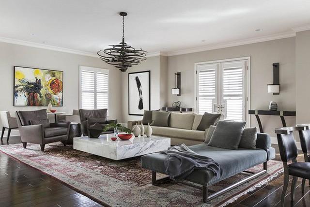 Với một mẫu bàn trà cỡ lớn bạn sẽ dễ dàng tạo được điểm nhấn ở ngay trung tâm căn phòng khách của gia đình.