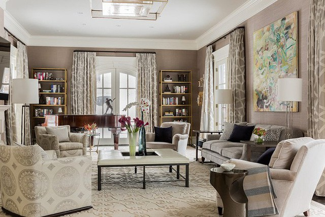 Cùng với nhu cầu sử dụng ngày càng cao của nhiều gia đình, không gian bàn trà ngày càng được trang trí nhiều hơn để tạo điểm nhấn cho căn phòng.