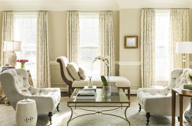 Kích thước bàn trà cũng cần cân xứng với bộ ghế ngồi phòng khách để mang đến cảm giác sử dụng thoải mái cho mọi thành viên trong gia đình.
