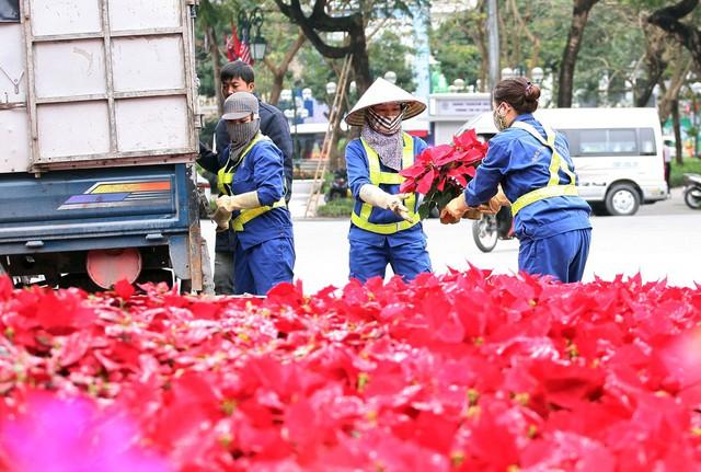 Nhiều công nhân cho biết, tầm quan trọng cũng như sự quan tâm của bạn bè quốc tế về Hội nghị nên mong làm thật đẹp để bạn bè du khách nước ngoài thêm yêu Hà Nội.