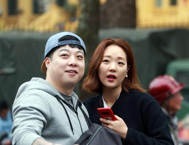 Giây phút giải lao vui vẻ của phóng viên Hàn Quốc.