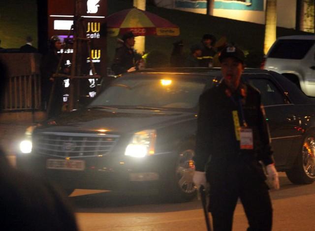 Lực lượng an ninh điều tiết giao thông cũng như đảm bảo an ninh cho đoàn xe.