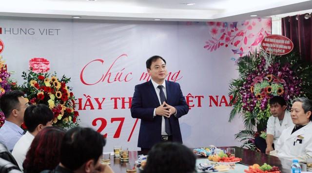 Lãnh đạo bệnh viện Ung bướu Hưng Việt chia sẻ thân tình, cởi mở với đội ngũ y bác sĩ, CBNV của bệnh viện
