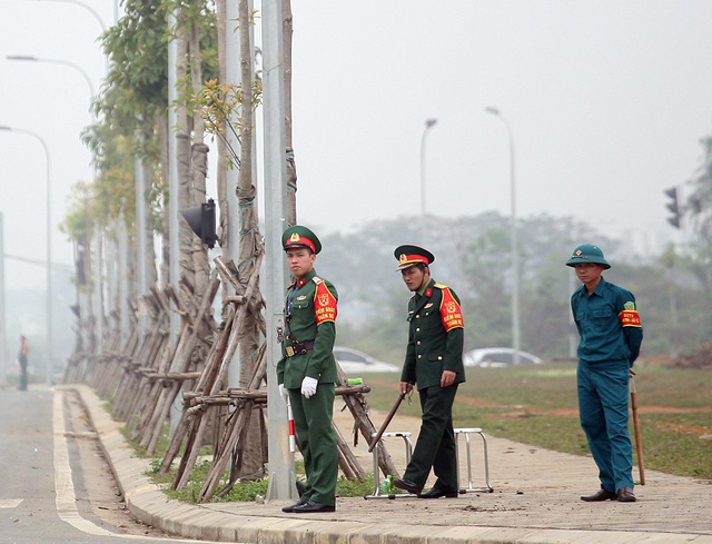 Lực lượng an ninh chốt trực rất nhiều tại các ngã ba, ngã tư trong khu công nghệ cao.