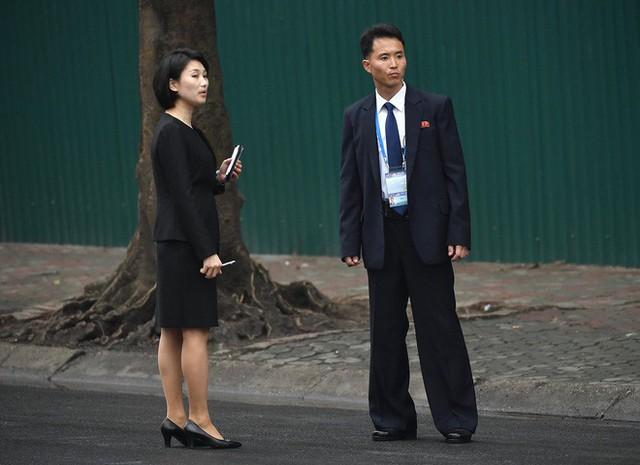 Các phóng viên Triều Tiên đều sử dụng đồng phục khi tác nghiệp. Ảnh: Hoàng Anh