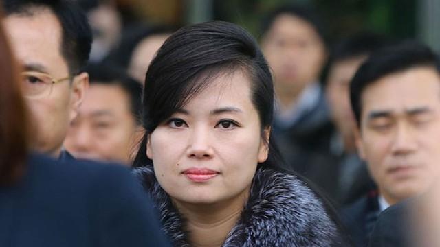 Với truyền thông quốc tế, bà Hyon Song-wol là người phụ nữ Triều Tiên có tầm ảnh hưởng. Theo Kyodo News, ở Triều Tiên, nữ nghệ sĩ 42 tuổi được coi là biểu tượng thời trang của phụ nữ nước này, bên cạnh phu nhân Chủ tịch Kim Jong-un là bà Ri Sol-ju.