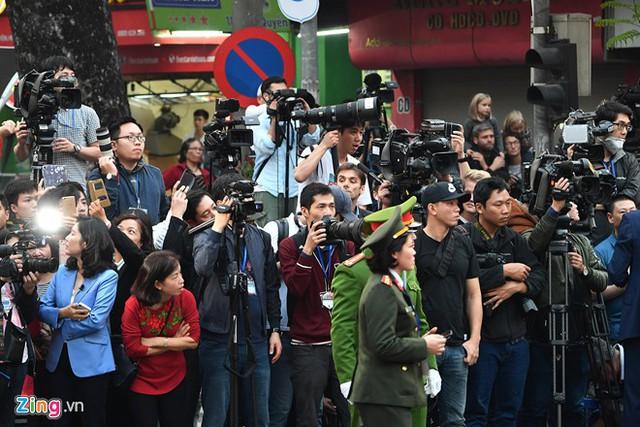 Phóng viên quốc tế tác nghiệp dịp diễn ra hội nghị thượng đỉnh Mỹ - Triều. Ảnh: Hoàng Hà.