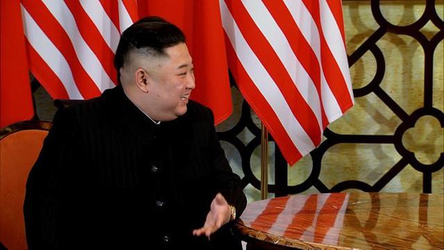 Trên Báo Tin tức của Thông tấn xã Việt Nam đăng tải, Chủ tịch Kim Jong-un nói: Chúng ta đã đạt được nhiều thành tựu. Tôi nghĩ rằng đây là thời điểm gặp nhau, tạo ra một hội nghị tuyệt vời. Tôi đảm bảo rằng tôi sẽ cố gắng hết sức để mang lại kết quả tốt nhất cho hội nghị này. Khi được hỏi liệu có tự tin đạt được thỏa thuận với Mỹ, Chủ tịch Kim Jong-un cho biết: Còn quá sớm để nói điều đó. Nhưng tôi cũng sẽ không nói mình bi quan đâu.