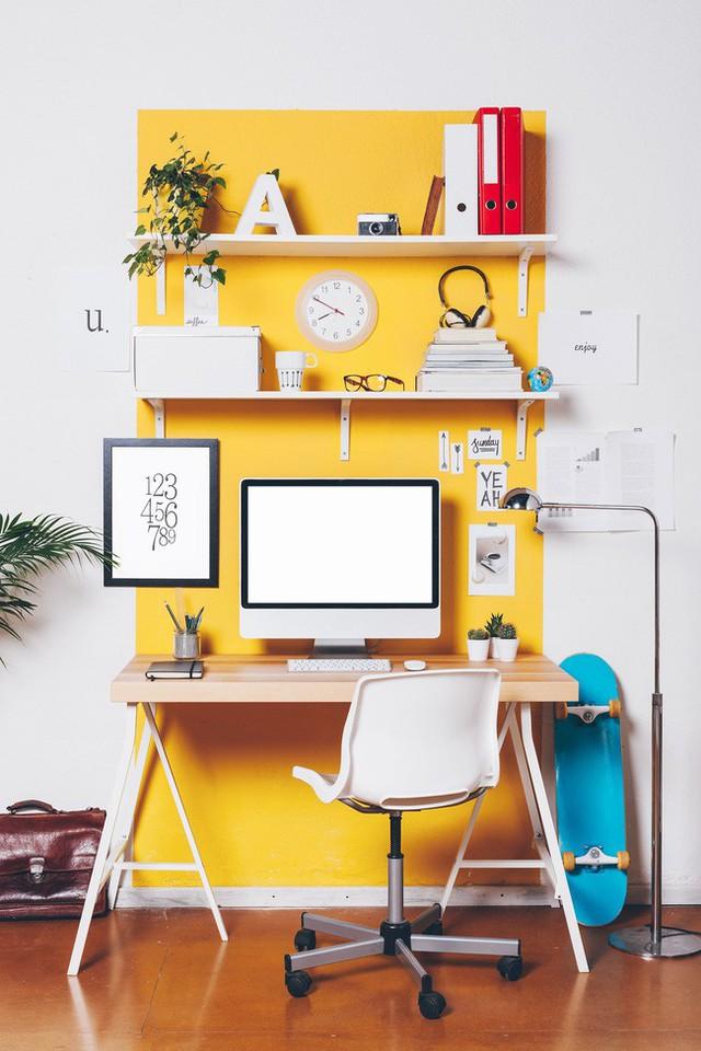 Bạn cần sự mới mẻ, vui tươi tràn đầy cảm hứng cho nơi làm việc của mình? Bức tường vàng nắng này có thể xem là giải pháp cực lý tưởng mà dễ áp dụng.