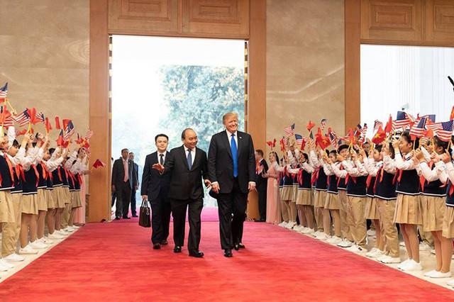 Sau đó, vào trưa 27/2, tại trụ sở Chính phủ, Tổng thống Mỹ Donald Trump đã có cuộc gặp gỡ với Thủ tướng Nguyễn Xuân Phúc