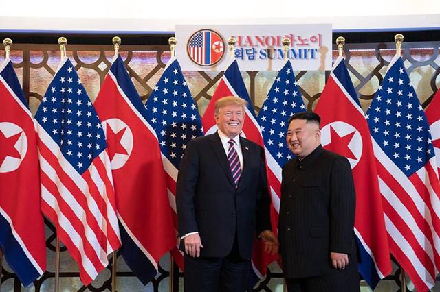 18h30 tối ngày 27/2 theo giờ Việt Nam, Tổng thống Mỹ Donald Trump đã có cuộc gặp với nhà lãnh đạo Triều Tiên Kim Jong Un tại khách sạn Sofitel Metropole Legend (Hà Nội)