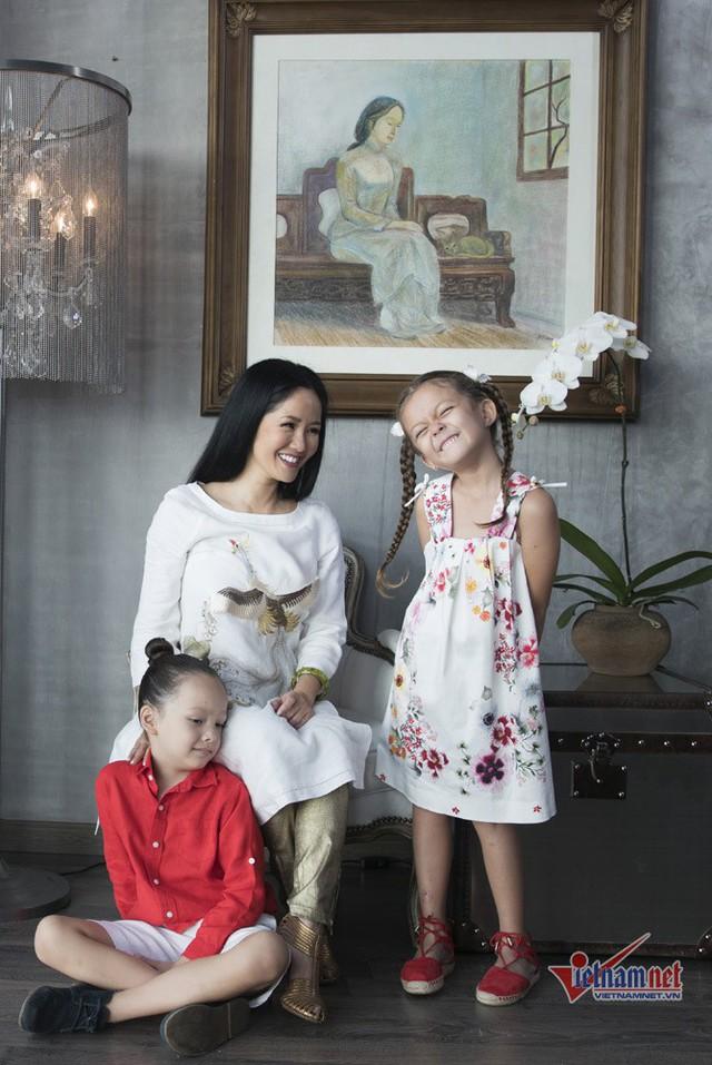 Khoảnh khắc hạnh phúc của ba mẹ con Bống - Tôm - Tép.