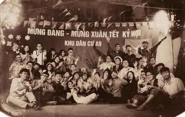 Bộ ảnh được lấy bố cảnh tại khu tập thể nhà máy bơm và Chợ hoa xuân Quảng trường Thống Nhất