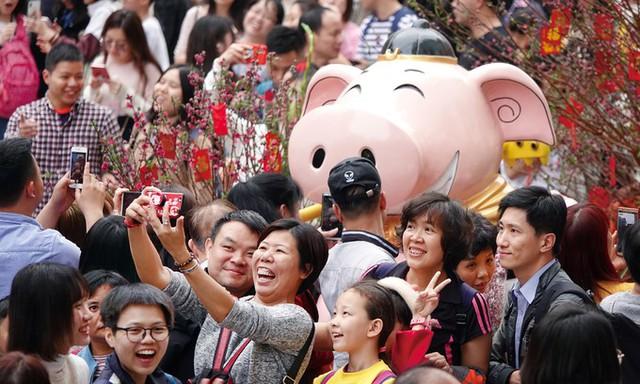 Ngoài Việt Nam, một số quốc gia châu Á cũng đón Tết Nguyên đán như Trung Quốc, Malaysia, Singapore...