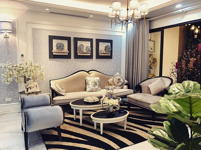 Phương Oanh sống độc thân trong căn hộ cao cấp rộng 100 m2 ở gần hồ Hoàng Cầu (Hà Nội).
