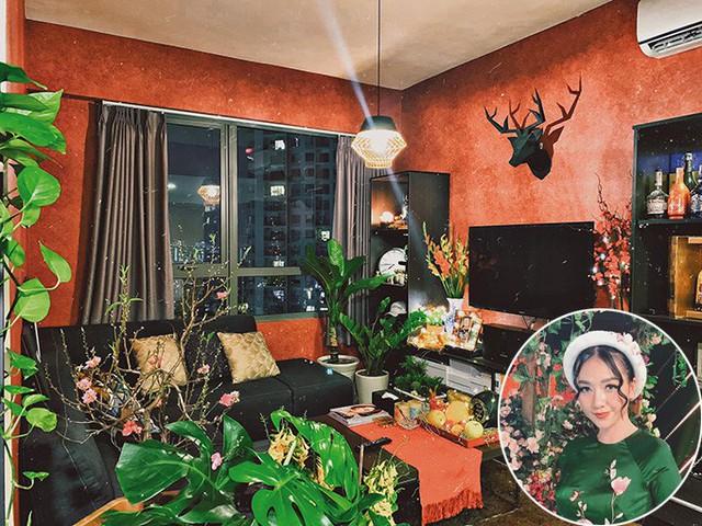 Rất bận rộn với việc kinh doanh và đi diễn nhưng Băng Di cũng dành thời gian mua đào, lay ơn và mâm ngũ quả về trang trí cho căn hộ ở TP HCM.