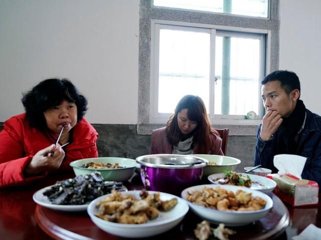 Dịch vụ cho thuê người yêu về ra mắt cha mẹ dịp lễ Tết đang ngày càng phổ biến ở nhiều nước châu Á. Ảnh: Reuters.