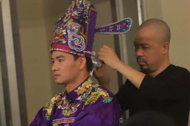 Đức Hùng là người phụ trách trang phục của Táo Quân nhiều năm nay.