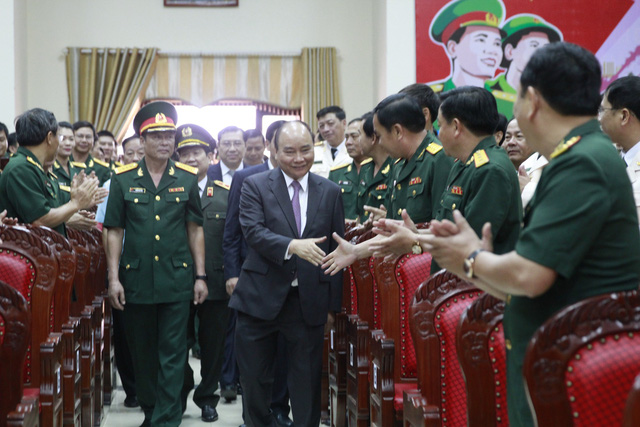 Thủ tướng chúc Tết cán bộ, chiến sĩ lực lượng vũ trang TP. Đà Nẵng.